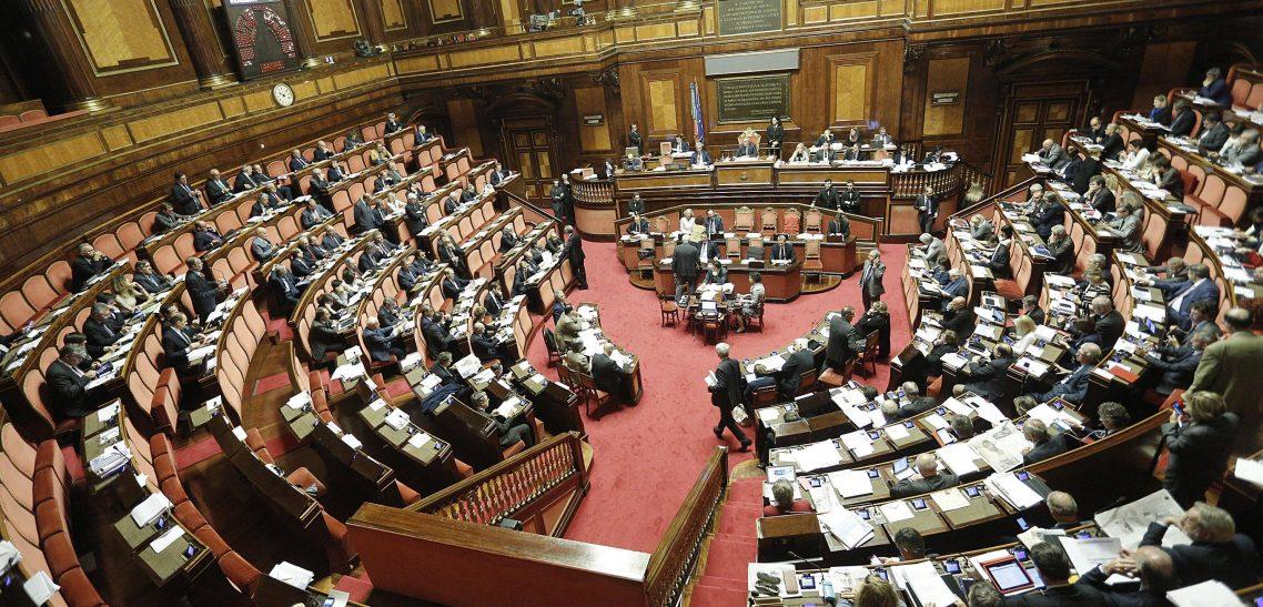 FdI si astiene sul PNRR. No voti a scatola chiusa, Parlamento umiliato
